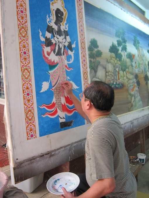 Kruu Khet working on a mural bound for a Lopburi temple.